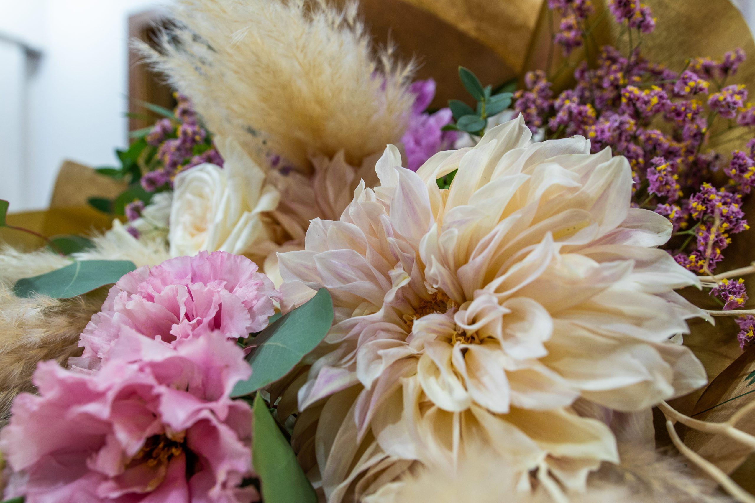 Bouquet Regalo Garofalo Creazioni Piume (2)